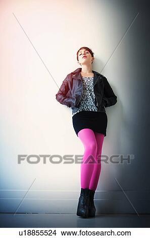 Banque de photo femme porter jaquette cuir minijupe for Collant mural francais