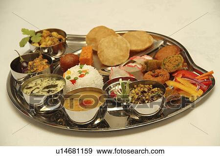 banque de photographies thali traditionnel indien plat de d marreurs curry et desserts. Black Bedroom Furniture Sets. Home Design Ideas