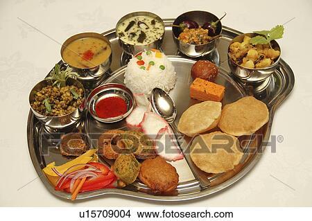 banque de photo thali traditionnel indien plat de d marreurs curry et desserts. Black Bedroom Furniture Sets. Home Design Ideas