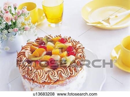 Immagini fruitcake e piatti su tavola u13683208 for Kiwi giallo piante acquisto