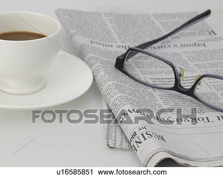 stock fotografie essen zeitung brille untertasse kaffeetasse k che brille u16585851. Black Bedroom Furniture Sets. Home Design Ideas