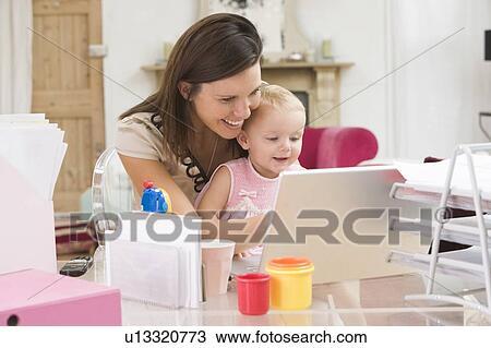 Colecci n de foto madre y beb en ministerio del for Ministerio de interior en ingles