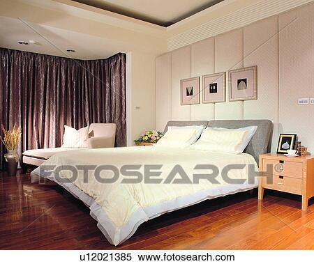 banque d 39 image lit plancher bois style de vie table vie meubles espace u12021385. Black Bedroom Furniture Sets. Home Design Ideas