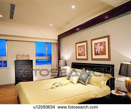 Archivio fotografico camera letto decorazione interna for Mobilia in inglese