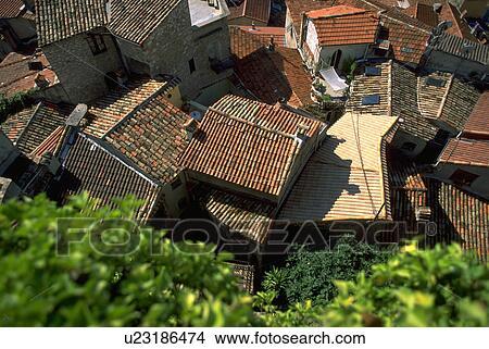 Stock foto rood woning terrassen rooftop thuis boompje u23186474 zoek foto 39 s fresco - Afbeeldingen van terrassen verwachten ...