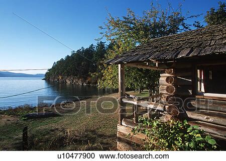 Delicieux Roesland, Pender Island, Gulf Islands National Park, British Columbia,  Canada.