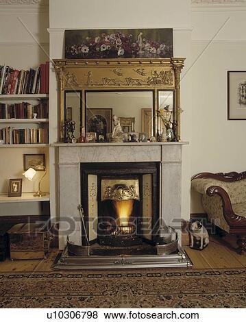 specchio, sopra, caminetto, in, tradizionale, soggiorno Visualizza ...