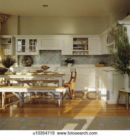 Stock fotografie   groot, traditionele, keuken, diningroom, met ...