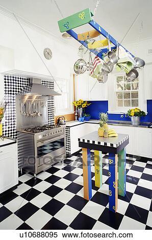 Stock afbeelding   multicoloured, rek, boven, bijbehorend, tafel ...