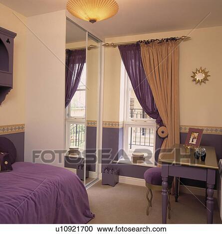 Arkivfotografi   fiolett, og, nøytral, gardiner, ved, vindu, inn ...