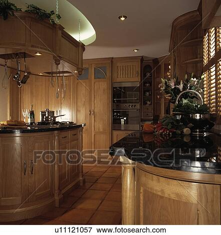 image encastr downlighting dans lumi re bois cuisine noir granit worktopsand le. Black Bedroom Furniture Sets. Home Design Ideas