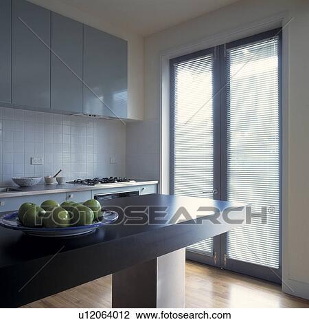 Colecci n de foto manzanas en gris aislado mostrador for Puertas acristaladas interior