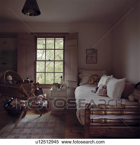Archivio immagini bianco cuscini e trapunte su - Letto singolo con letto sotto ...