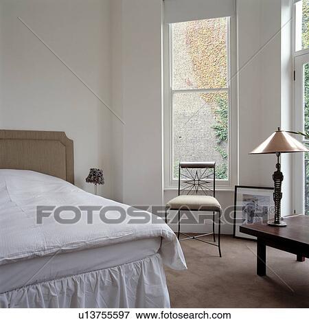 Beeld - klein, stoel, voor, raamwerk, venster, in, witte, slaapkamer ...