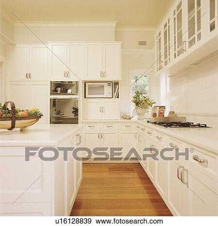 Banque de photographies plancher bois dans grand for Cuisine plancher bois