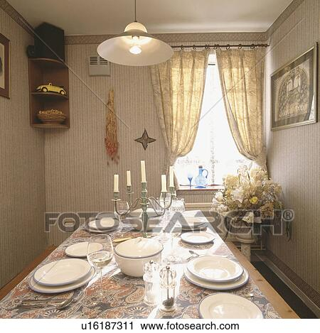 Archivio fotografico pendente illuminazione sopra - Illuminazione sala pranzo ...