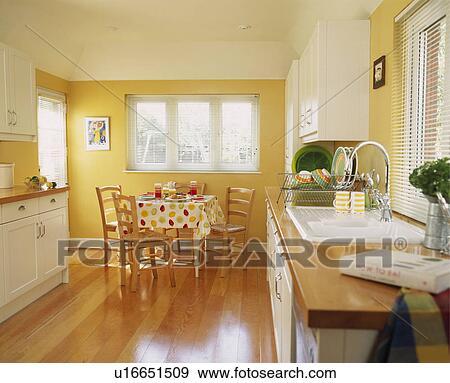 Banque de photographies plancher bois dans moderne - Cuisine blanche et jaune ...