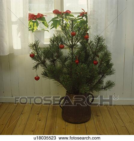 Christmas tree Illustrations and Clip Art 256831