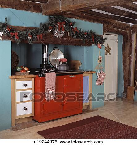 stock bilder rot aga in t rkis kueche dekoriert f r weihnachten u19244976 suche. Black Bedroom Furniture Sets. Home Design Ideas