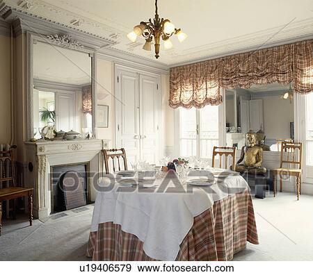 Archivio fotografico bianco stoffa e tartan stoffa for Sala pranzo con caminetto