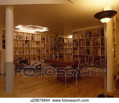 Archivio fotografico le corbusier chaiselongue e - Pareti sala da pranzo ...