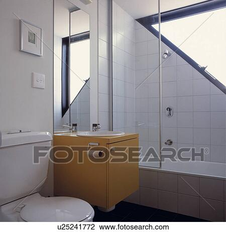 Stock foto reservoir gebaut in gepa t gelb for Modernes badezimmer klein