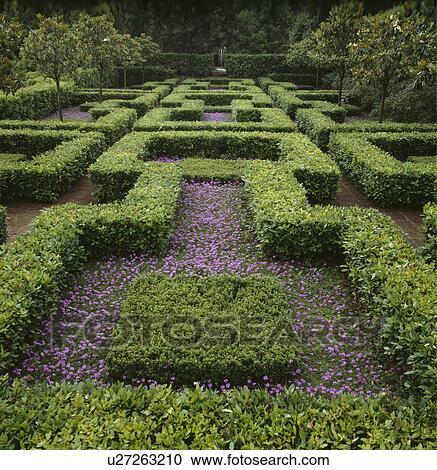 Stock fotografie laag geknipte hagen in formele land knoop tuinbeelden in zomer - Formele meubilair ...