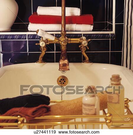 Archivio fotografico primo piano di ottone bagno - Rubinetti bagno ottone ...