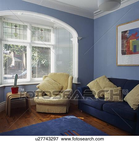 Bild - creme, sessel, blau, sofa, in, pastell, blau, traditionelle ...