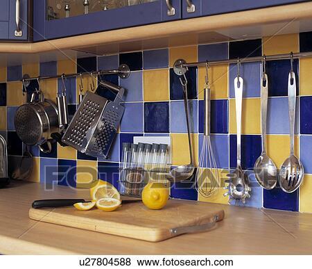 Beelden - detail, van, keuken, opslag, op, blauwe, en, gele, tiled ...