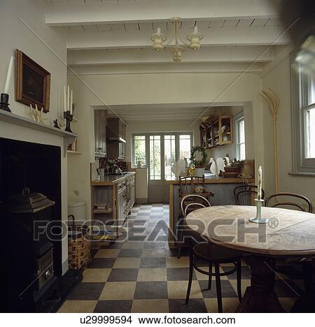 Archivio fotografico anticaglia pino tavola e for Sala pranzo con caminetto