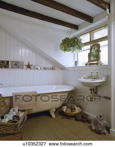 bild - traditionelle, stil, badezimmer, mit, a, rollen oberteil ... - Bad Balken