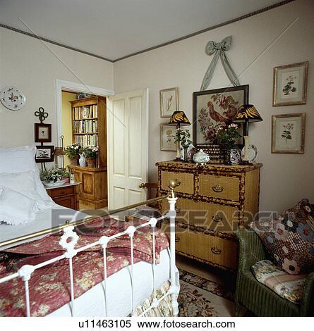 Stock Afbeelding - afbeelding, boven, lampen, op, bamboe, chest-of ...
