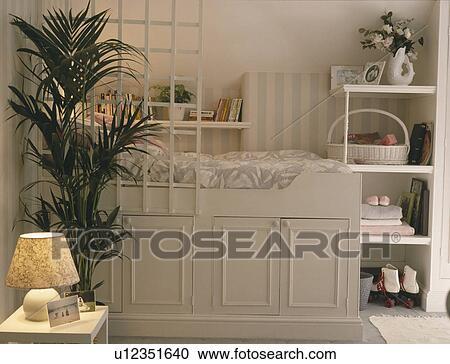 Stockfotografering - platform, seng, above, lagring, skabe, ind ...