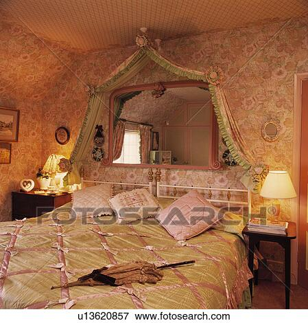 bild pink green drapiert seide und rosa spiegel oben bett mit pink green seide. Black Bedroom Furniture Sets. Home Design Ideas