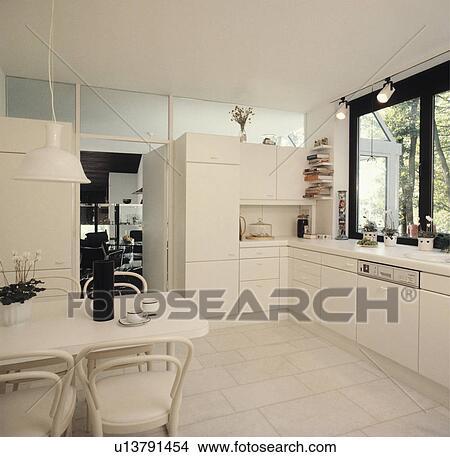 Stock foto   witte, hangertje, licht, op, witte, tafel, en ...