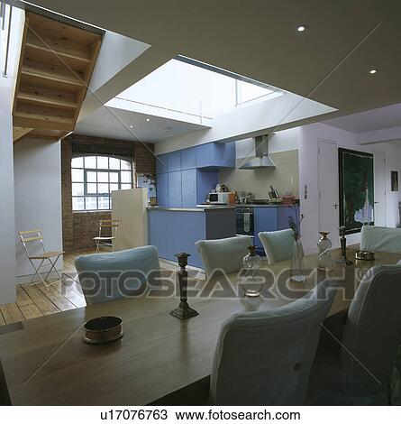 Archivio fotografico rettangolare tavola cena e for Sedie blu cucina