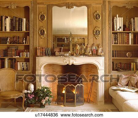 Archivio di Immagini - specchio, sopra, caminetto, con, firescreen, in ...