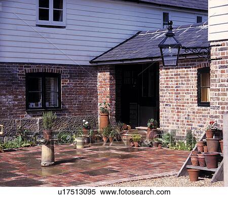 banque d 39 image pav patio devant traditionnel. Black Bedroom Furniture Sets. Home Design Ideas