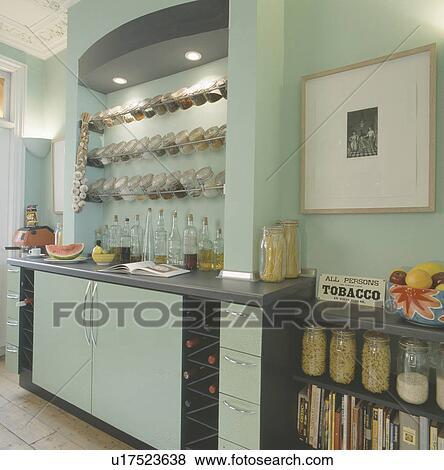 bilder beleuchtung oben glas aufbewahrung r ttelt auf rostfreier stahl gestelle in. Black Bedroom Furniture Sets. Home Design Ideas