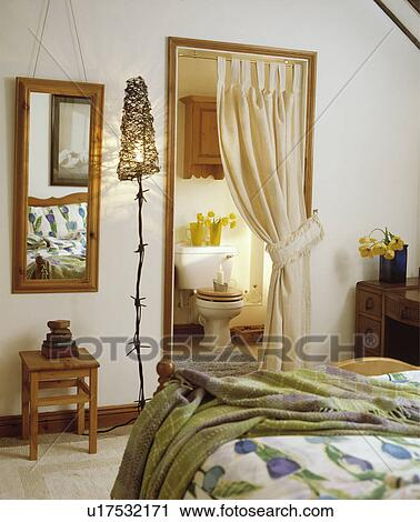 metall, barbed-wire, normal lampe, ved siden av, speil, inn, soverom ...