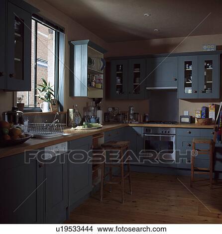 Archivio fotografico   integrale, lavapiatti, sotto, finestra, in ...