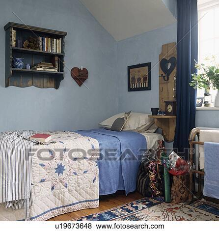 Immagini patchwork trapunta blu foglio letto in - Mensole sopra il letto ...
