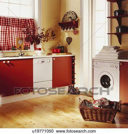 banques de photographies machine laver et lave vaisselle dans cuisine rouges. Black Bedroom Furniture Sets. Home Design Ideas