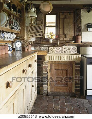 Archivio fotografico terracotta lavandino e for Arredamento piccolo cottage