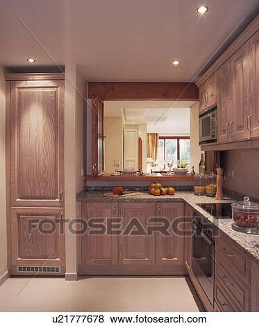 images encastr halog ne plafond allume dans moderne bois ajust cuisine u21777678. Black Bedroom Furniture Sets. Home Design Ideas