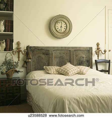 Immagini circolare afflitto legno orologio sopra letto con reclaimed intagliato - Letto circolare ...
