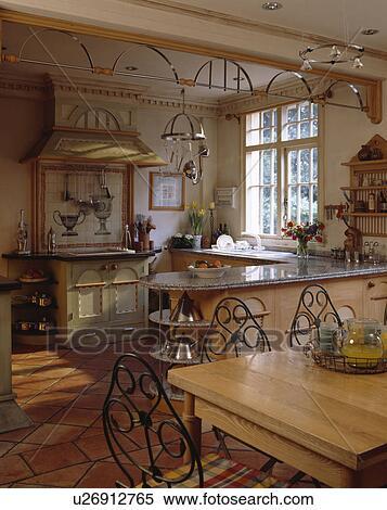 stock bild dekorativ metall deko unterhalb decke in traditionelle kueche mit metall. Black Bedroom Furniture Sets. Home Design Ideas