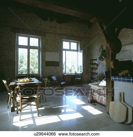 Stock afbeeldingen muren binnenste traditionele keukens bakstenen binnenland u29644066 - Traditionele keukens ...