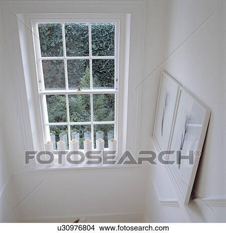 Stock foto teilausschnitt von wei malen treppenhaus for Fenster treppenhaus